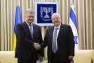 Ukrajinský prezident Petro Porošenko (vlevo) a izraelský prezident Reuven Rivlin (vpravo).