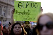 Venezuelu ochromily protesty. Erdogan: Maduro, bratře, vydrž, jsme s tebou