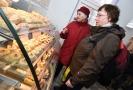 Zákazníkům cukrárna nabízí Poštulkovy tvarůžkové moučníky podle originální rodinné receptury.