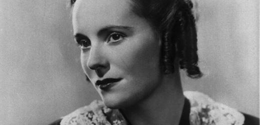 """Jarmila Novotná jako Mimi z Pucciniho opery """" Bohéma """" - snímek pořízený v muzeu J. Novotné v Litni."""