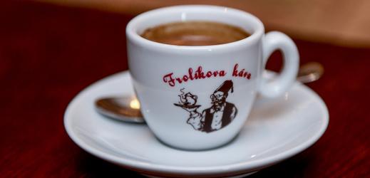 Prodejna a pražírna Frolíkovy kávy sídlí od roku 1998 v Borohrádku na Rychnovsku.