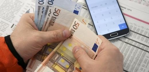 Euro bankovky (ilustrační foto).