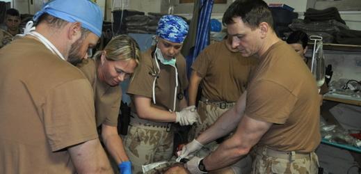 Český polní chirurgický tým, který působil v Iráku severozápadně od Mosulu.
