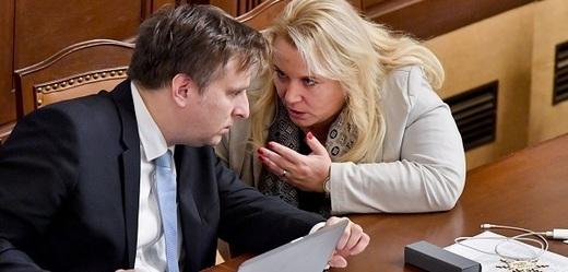 Ministr spravedlnosti Jan Kněžínek a ministryně pro místní rozvoj Klára Dostálová