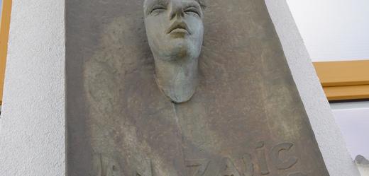 Busta Jana Zajíce na šumperské průmyslovce.