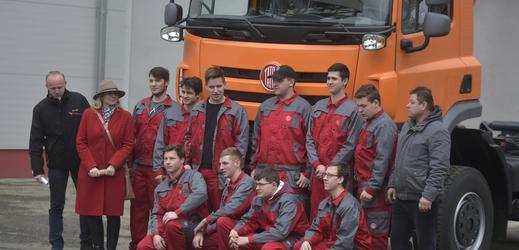 Učni ze Střední průmyslové školy v Třebíči 11. února 2019 v automobilce Tatra Trucks v Kopřivnici na Novojičínsku poprvé nastartovali nákladní automobil Tatra Phoenix.