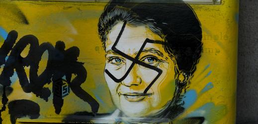Poštovní schránky v Paříži s portrétem bývalé ministryně a předsedkyně Evropského parlamentu Simone Veilové.