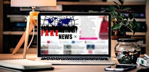 Británie řeší, jak se vyhnout šíření fake news na sociálních sítích.