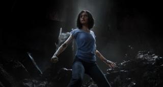 Digitálně upravená herečka Rosa Salazarová jako Alita září.
