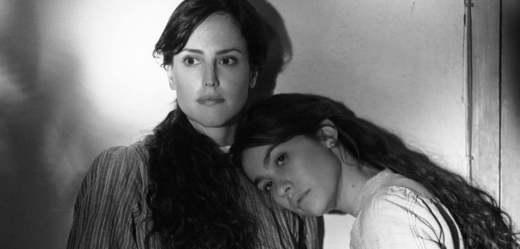 Elisa a Marcela.