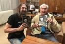 Na snímku vlevo je cestovatel a spoluautor knihy Miroslav Náplava.