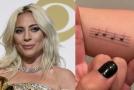 Lady Gaga si vytetovala notovou osnovu. V opilosti ale zapomněla na pátou linku!