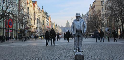 Pouliční umělec na Můstku v Praze (ilustrační foto).
