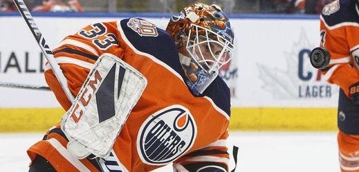 Brankář Cam Talbot přestoupil z Edmontonu do Philadelphie.