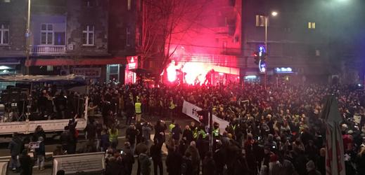 V Bělehradu protestují proti údajně autokratické vládě prezidenta Aleksandara Vučiče a za svobodu médií.