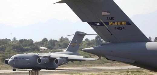 Američané dopravili pomoc do sousední Kolumbie.