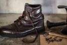 Ruční výroba bot (ilustrační foto).