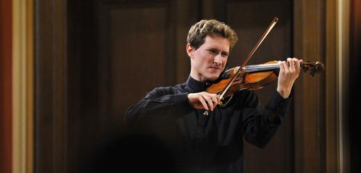 Houslista Josef Špaček, budoucí hlavní koncertní mistr České filharmonie, vystoupil 12. ledna jako sólista v Poledním recitálu v Sukově síni pražského Rudolfina.
