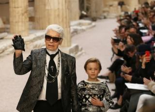 Ve věku 85 let zemřel Karl Lagerfeld.