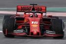 Charles Leclerc ve ferrari na testovací jízdě v Barceloně.
