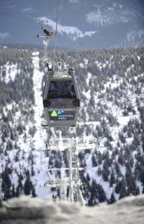 Na nové lanovce na nejvyšší českou horu Sněžku byl 22. února poprvé spuštěn i druhý úsek, turisté se tak znovu mohou vyvézt až na vrchol.