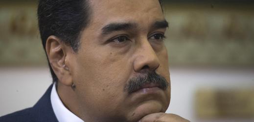 Prezident Maduro chce zabránit vstupu humanitárního konvoje do země stůj co stůj.