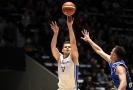 Basketbalisté těsně zdolali Bosnu a drží druhou příčku.