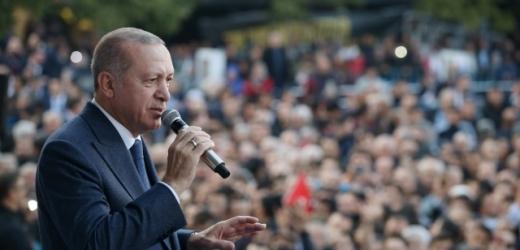 Turecký prezident Erdogan uvažuje nad referendem, které by mělo rozhodnout o osudu dalších jednání.
