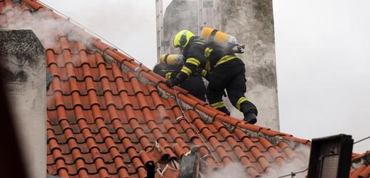 Pražští hasiči zasahovali 22. února u požáru podkrovního bytu na Kampě.