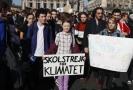 K protestujícím se připojila i šestnáctiletá švédská aktivistka Greta Thunbergová (uprostřed).