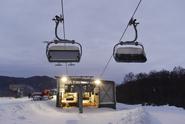 Na Bruntálsku se utrhla z lanovky sedačka i s lyžařem