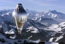 Balon Breitling Orbiter III nad švýcarskými Alpami poté, co v pondělí odstartoval ze švýcarského Chateuax d'Oex ke svému třetímu pokusu o oblet světa bez mezipřistání se Švýcarem Bertrandem Piccardem a Britem Brianem Jonesem na palubě.