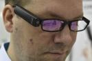 Šesticentimetrová kamera má pomoci nevidomým v orientaci.
