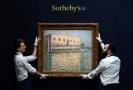 Aukční síň Sotheby's je známa hlavně prodejem obrazů a dalších uměleckých děl. Na fotce je obraz od Moneta.