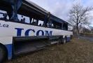 K nehodě autobusu mohlo přispět špatné počasí.