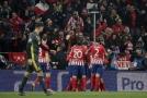 Radost z gólu hráčů Atlética z úvodního zápasu osmifinále Ligy mistrů.