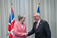 Theresa Mayová a Jean Claude Juncker.