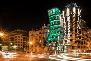 Tančící dům bude speciálně zeleně nasvícen.