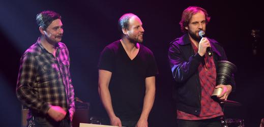 Kapela Please The Trees převzala v roce 2016 cenu české hudební kritiky Apollo za nejlepší domácí album uplynulého roku.