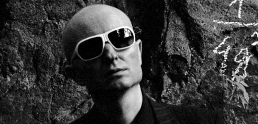 Hudebník a producent Moimir Papalescu.