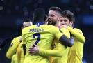 Fotbalisté Chelsea slaví výhru na hřišti Dynama Kyjev.
