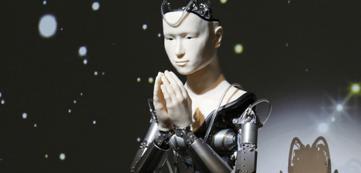 Mužům oproti ženám hrozí mnohem větší nebezpečí, že je nahradí  roboti.
