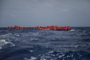 V Itálii se rozhořela bitva o osud lodi se 49 migranty