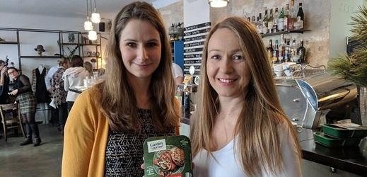 Helena Čápová (vlevo) specialistka na výživu společnosti Nestlé a brand managerka značky Garden Gourmet Helena Veselá.