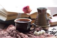 Pití příliš horkého čaje může způsobit rakovinu jícnu