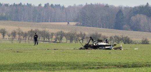 Pád malého vrtulníku u Slavoňova na Náchodsku.