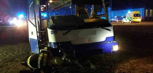 Nabouraný autobus.