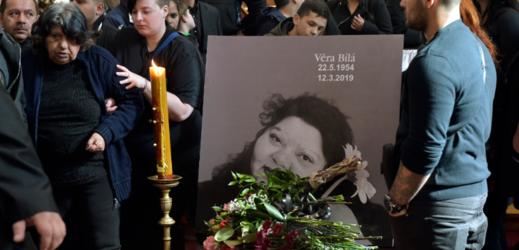 Lidé se loučí s romskou zpěvačkou Věrou Bílou.