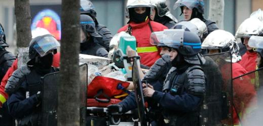 Nepokoje ve Francii.