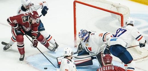 Slovan Bratislava (v bílém) působí v KHL od roku 2012, má ale finanční problémy.